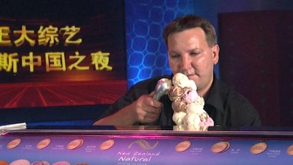 Terry Morris si pemegang rekor cone es krim dunia 2015